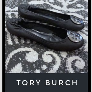 Auth Tory Burch signature black leather flats 8
